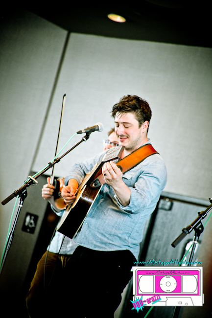 Mumford and Sons Circle of Friends-3